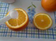 盐蒸<a href=/shicai/guopin/ChengZiChengZi/index.html target=_blank><u>橙子</u></a>的做法步骤3