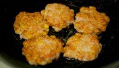 玉米白面奶香煎饼子的做法视频