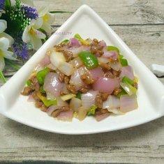 洋葱青椒牛肉丁的做法