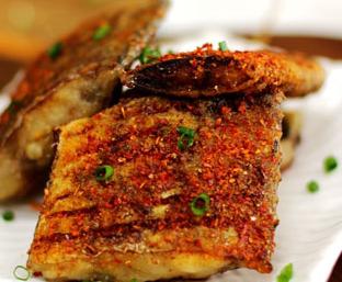 怎么做煎带鱼 香辣好吃没一点腥味