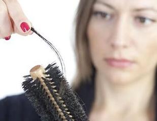 加一物洗头时可防脱发