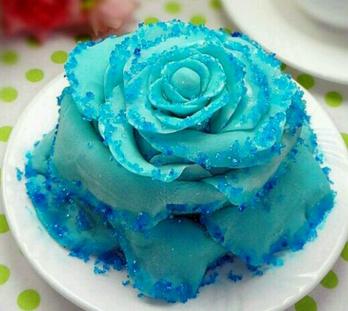 蓝色妖姬翻糖蛋糕做法步骤图解 详解蓝色妖姬翻糖蛋糕怎么做