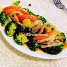 西兰花莲藕炒肉片的做法