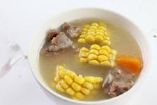 红萝卜玉米排骨汤的做法