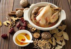 砂锅炖鸡汤
