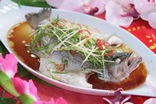 清蒸鲈鱼的家常做法