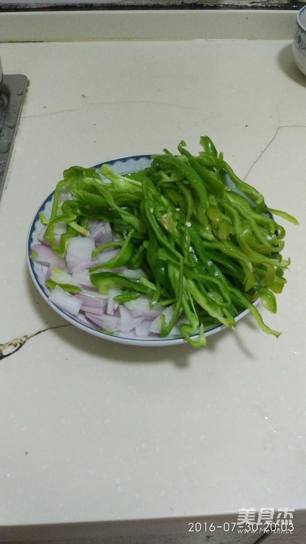 <a href=/shicai/shucai/QingJiao/index.html target=_blank><u>青椒</u></a>鸡柳的做法
