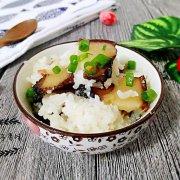 腊肉蒸糯米饭的做法