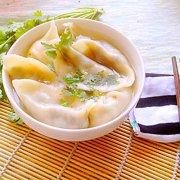 韭菜鸡蛋木耳火腿饺子的做法