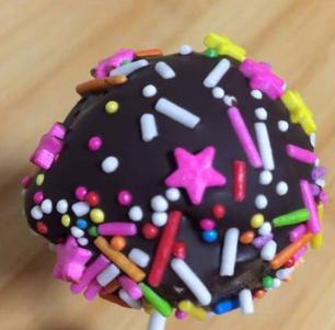 巧克力棒棒糖蛋糕的家常做法