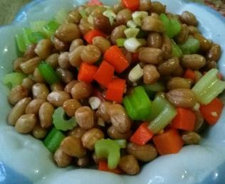 年夜饭菜谱推荐 芹菜拌花生米的家常做法