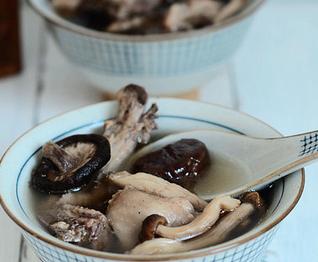 菌菇栗子鸡汤的家常做法