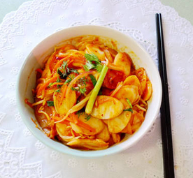 泡菜洋葱红萝卜炒年糕的家常做法