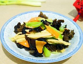腐竹炒芹菜的家常做法