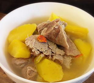 清汤羊肉炖黄萝卜的家常做法